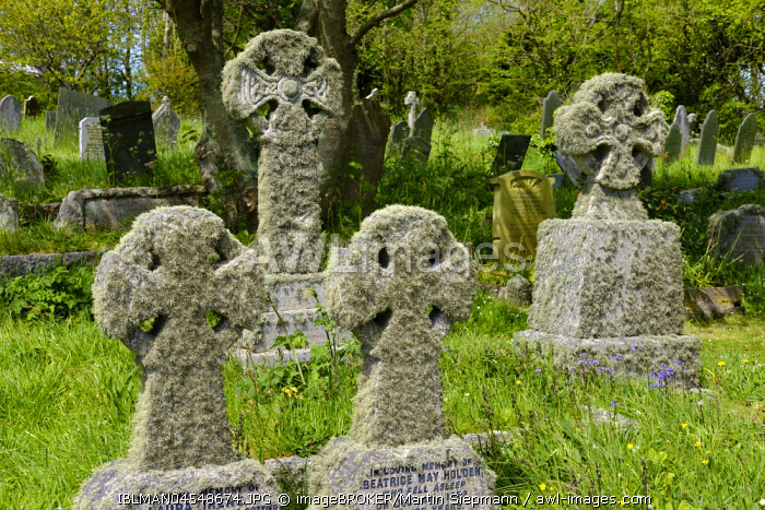 Stone crosses with lichens, cemetery in Landewednack, Lizard, Lizard peninsula, Cornwall, England, United Kingdom, Europe