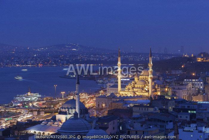 Cityscape with Süleymaniye mosque at night, seen from Hamdi Restaurant, Istanbul, Turkey, Asia
