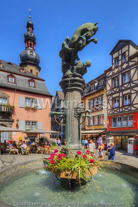 Fountain on the market place, Cochem, Rhineland-Palatinate, Germany