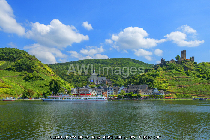 Beilstein with river Mosel and ruins of the Metternich castle, Rhineland-Palatinate, Germany