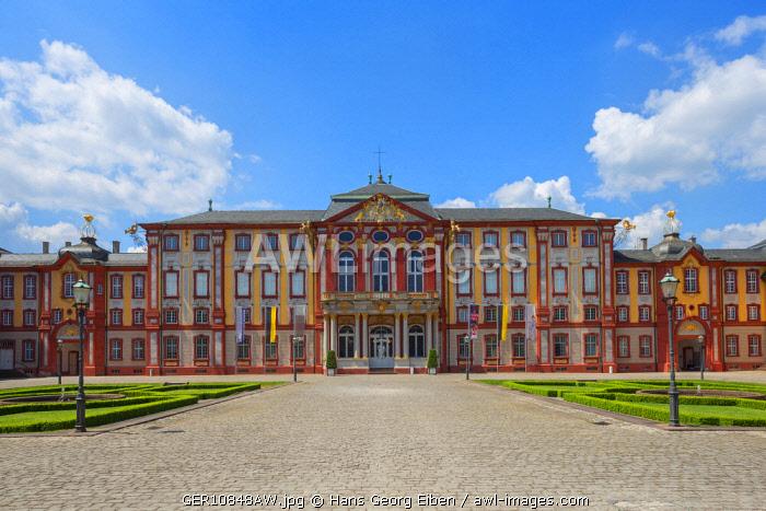 Front view of Bruchsal Castle, Bruchsal, Baden-Wv�rttemberg, Germany