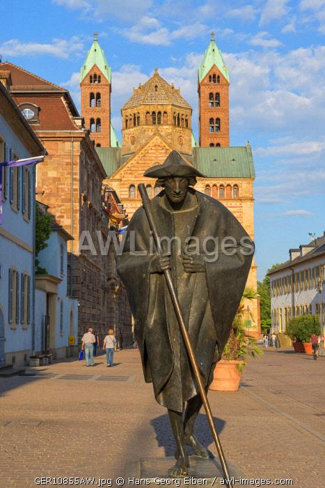 Statue of Jakob the Pilgrim with Dome cathedral, UNESCO World Heritage Site, Speyer, Rheinland-Pfalz, Germany