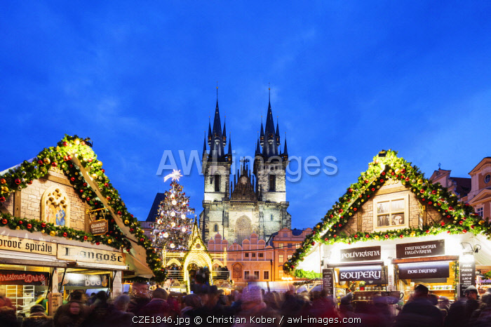 Europe, Czech Republic, Prague, Historic Old Town Center, Unesco World Heritage Site, Christmas market in Old Town Square, Church of Our Lady Before Tyn