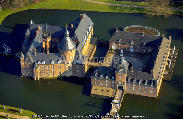 Aerial view, moated castle and museum Museum Wasserburg Anholt, Isselburg, North Rhine-Westphalia, Germany, Europe