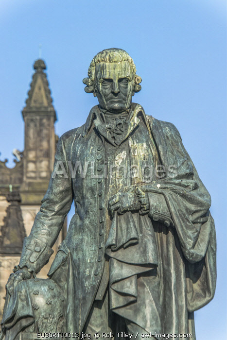 Europe, Great Britain, Scotland, Edinburgh. The Royal Mile, Statue of Adam Smith