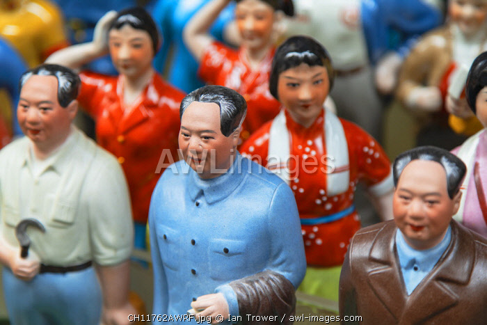 Chairman Mao model souvenirs at Cat Street anitques market, Sheung Wan, Hong Kong Island, Hong Kong, China
