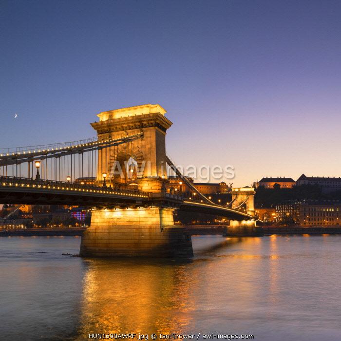 Chain Bridge (Szechenyi Lanchid) at dusk, Budapest, Hungary