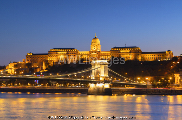 Chain Bridge (Szechenyi Bridge), Buda Castle and River Danube at dusk, Budapest, Hungary