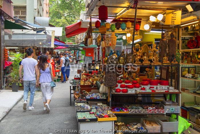 People shopping at Cat Street anitques market, Sheung Wan, Hong Kong Island, Hong Kong, China