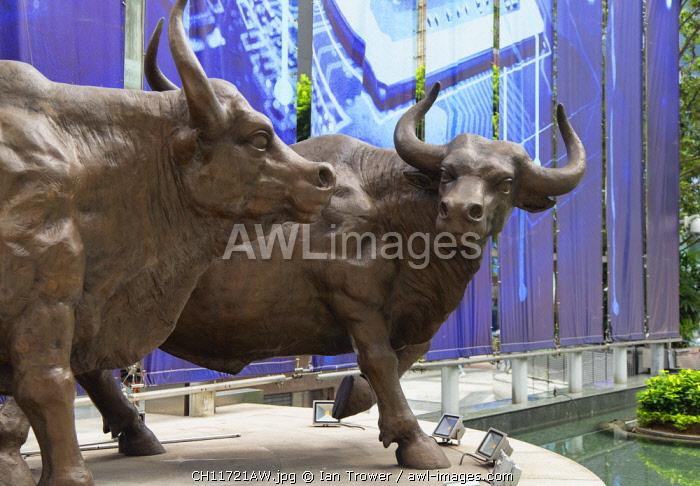 Bull statues outside The Center skyscraper, Central, Hong Kong Island, Hong Kong, China