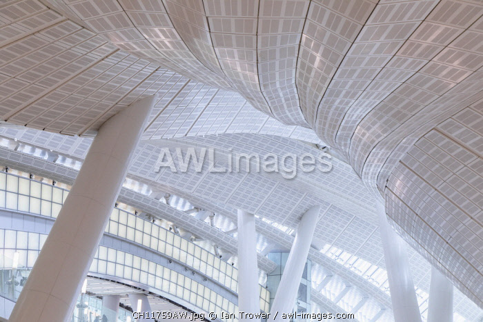 awl-images.com - China / Interior of High Speed Rail Station, West Kowloon, Kowloon, Hong Kong