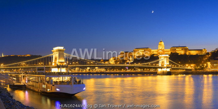 Chain Bridge (Szechenyi Lanchid) and Buda Castle at dusk, Budapest, Hungary