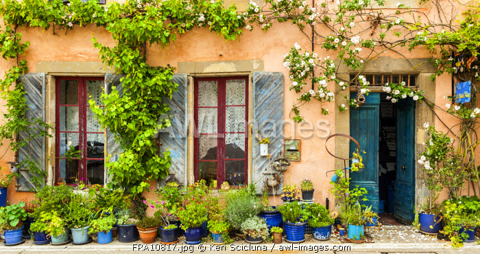 France, Occitanie, Saint Felix Lauragais. Beautiful French houses slightly off root from the Via Tolosana on the way to the Camino di Santiago.