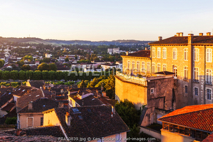 France, Occitanie, Auch. Overview of the historic centre of Auch.