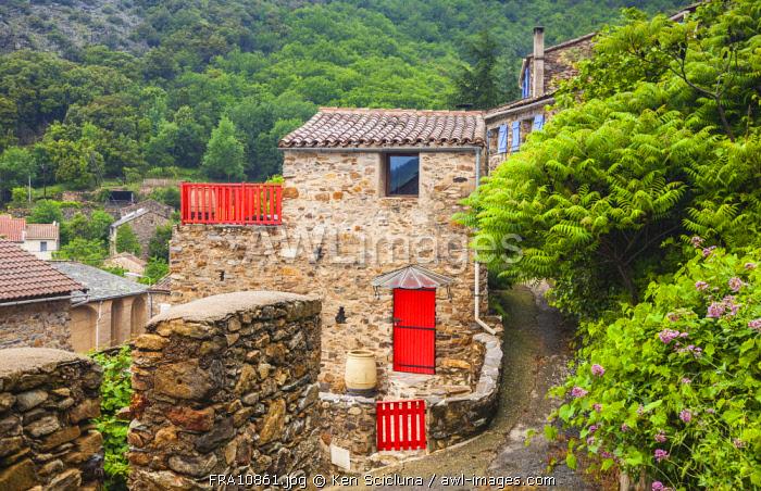 France, Occitane, Saint Gervais sur Mare. The old hamlet of Mecle towards Santiago de Compostela on the Via Tolosana.