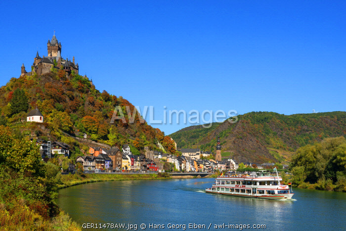 Reichsburg with river Mosel and Cochem, Mosel valley, Rhineland-Palatinate, Germany