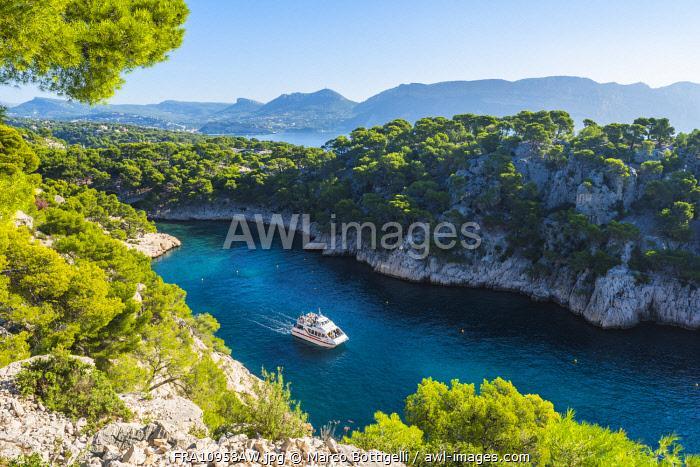 France, Provence-Alpes-Cote d'Azur, French Riviera, Bouches-du-Rhone, Cassis. Calanque d'En-Vau in Calanques national park.