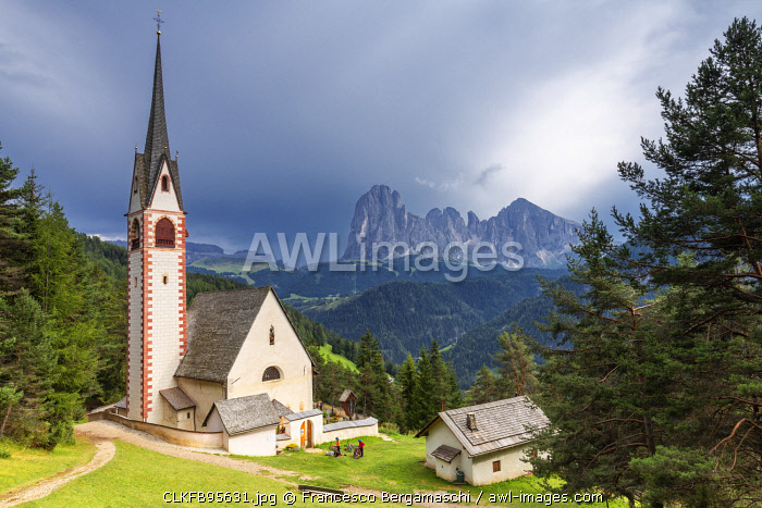 Church of San Giacomo with Sassolungo Group in the background. Ortisei, Gardena Valley, South Tyrol, Dolomites, Italy, Europe.