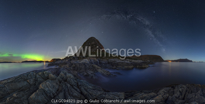 Northern lights (Aurora Borealis) , Hessa, Vestlandet, M�re og Romsdal, Alesund, Norway