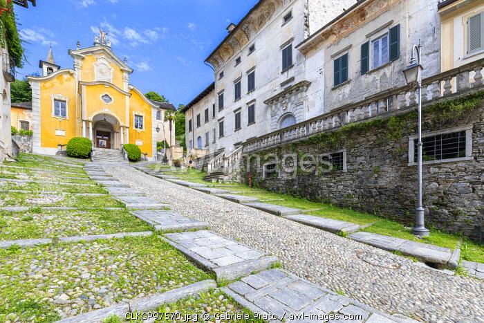 Orta San Giulio, the cobbled Motta street leading to the church of Santa Maria Assunta (Lake Orta, Novara province, Piedmont, Italy, Europe)