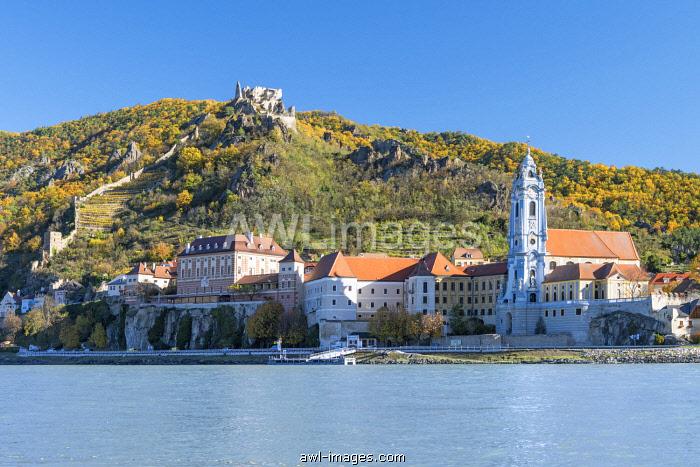 Duernstein, Wachau, Waldviertel, district of Krems, Lower Austria, Austria, Europe. Duernstein with the collegiate church and the castle ruins