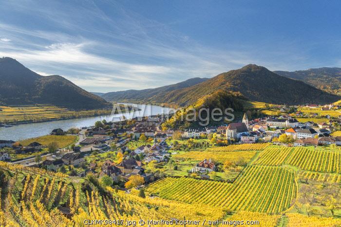 Spitz an der Donau, Wachau, Waldviertel, district of Krems, Lower Austria, Austria, Europe. View from the vineyards to the village of Weissenkirchen in der Wachau