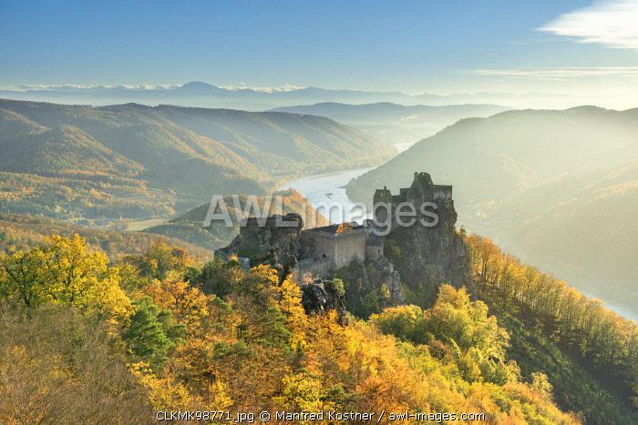 Schoenbühel-Aggsbach, Wachau, district of Melk, Lower Austria, Austria, Europe. The castle ruins of Aggstein