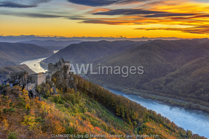 Schoenbühel-Aggsbach, Wachau, district of Melk, Lower Austria, Austria, Europe. The castle ruins of Aggstein at sunset
