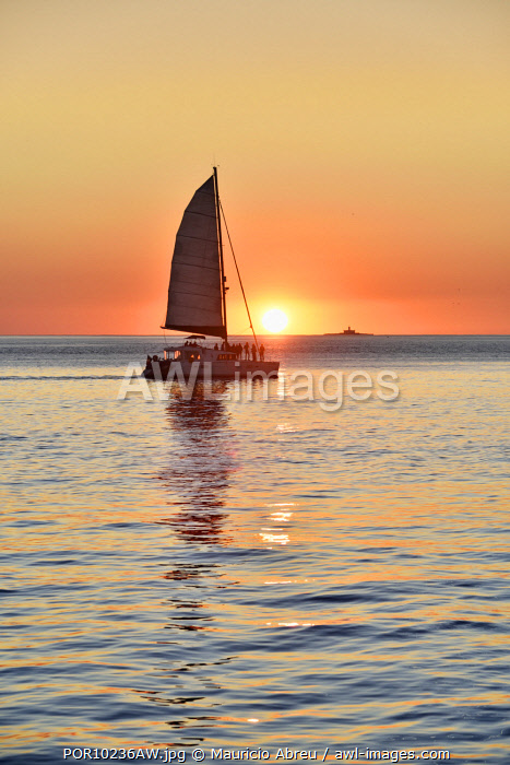 awl-images.com - Portugal / The serenity of a sunset in the Tagus river. Lisbon, Portugal