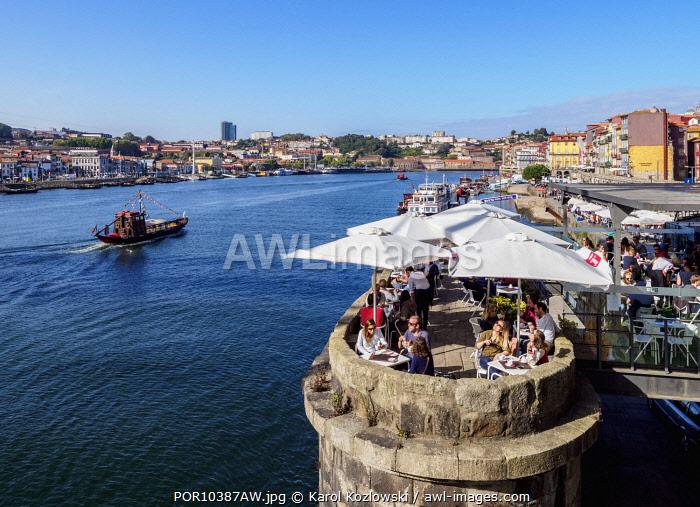 Bar Ponte Pensil, Dom Luis I Bridge, Porto, Portugal