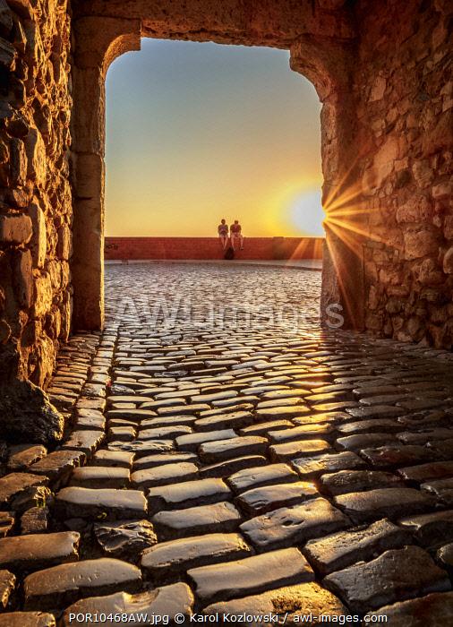 Arco da Porta Nova at sunset, Faro, Algarve, Portugal
