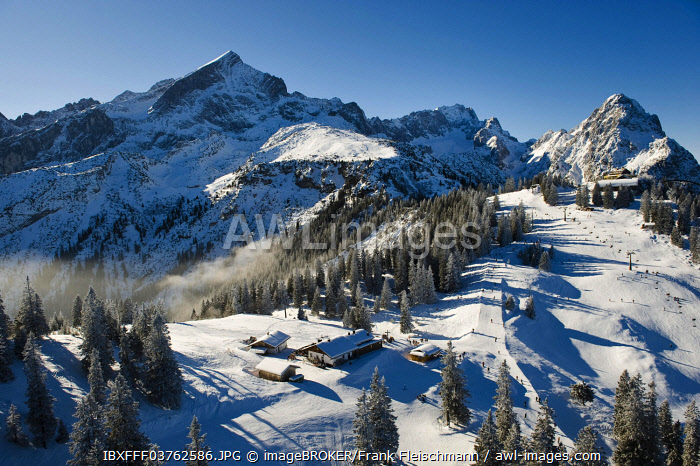 Ski resort at Mt. Kreuzeck, Garmisch-Partenkirchen, Upper Bavaria, Bavaria, Germany, Europe