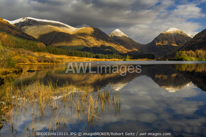Loch Urr with reflection of Stob Coire and Stob Dubh, Glen Coe, Rannoch Moor, west Highlands, Scotland, Great Britain