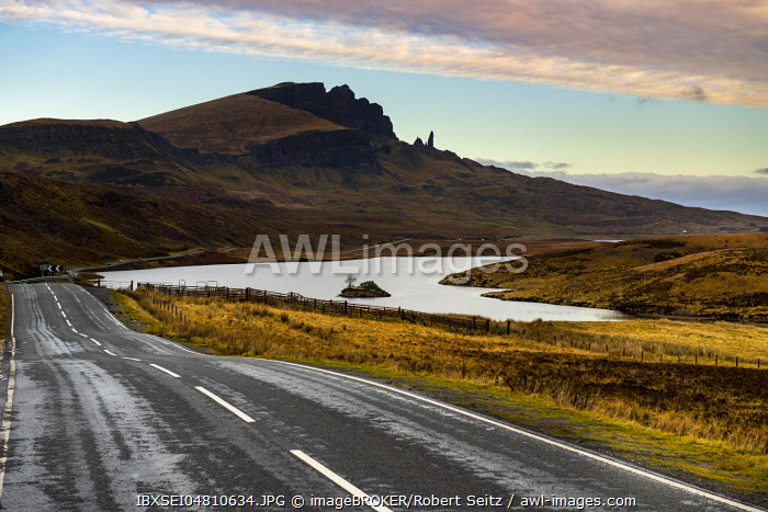 Rocks Old Man of Storr with street and Loch Leathan in the foreground, Portree, Isle of Skye, Scotland, Great Britain