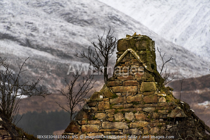 Old house gable with Cullins Mountains in the background, Broadford, Isle of Skye, United Kingdom, Europe
