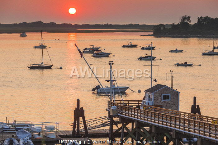 awl-images.com - USA / USA, New England, Massachusetts, Ipswich, sunrise over Great Neck