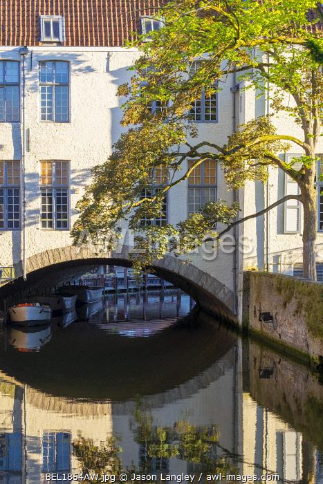 Belgium, West Flanders (Vlaanderen), Bruges (Brugge). Canal near Arentshof from Bonifacius Bridge.