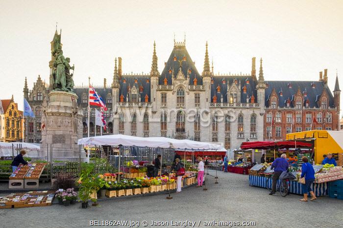 Belgium, West Flanders (Vlaanderen), Bruges (Brugge). Farmer's market on Markt square.