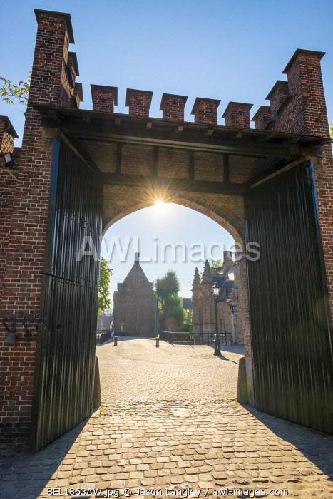 Belgium, West Flanders (Vlaanderen), Bruges (Brugge). Entrance gate of the Begijnhof (Beguinage) of Bruges.