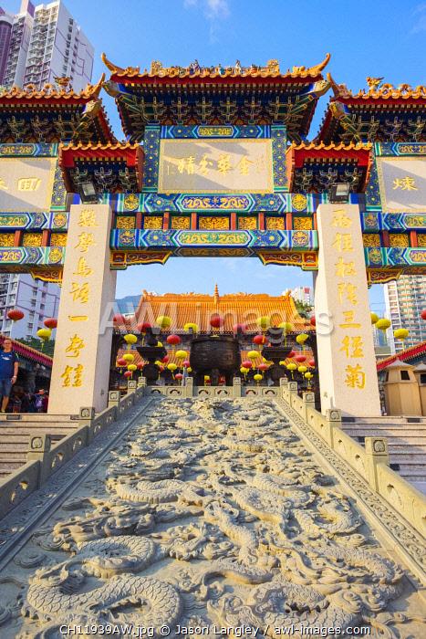Gate in front of main altar at Wong Tai Sin (Sik Sik Yuen) Temple, Wong Tai Sin district, Kowloon, Hong Kong, China