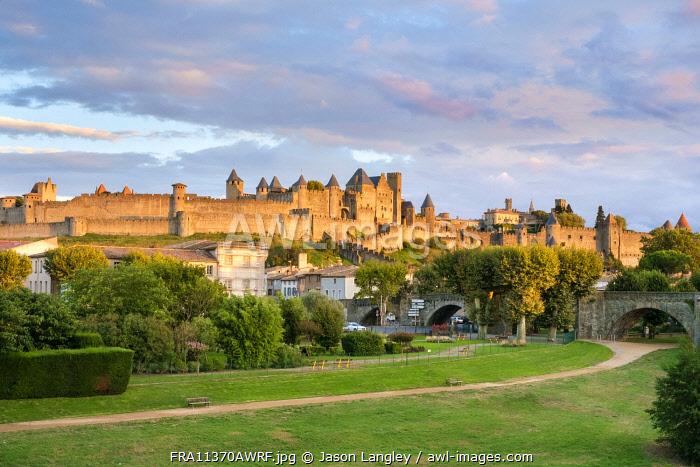 La Cité of Carcassonne seen from Pont Neuf, Carcassonne, Aude Department, Languedoc-Roussillon, France.