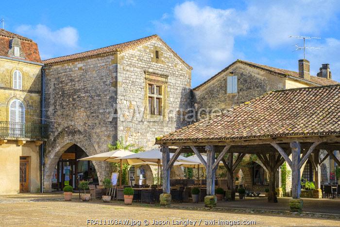 Covered market hall on Place des Cornières, Monpazier, Dordogne department, Aquitaine, France.