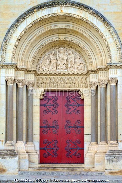 Front portal entrance to Église Saint-Paul (Church of Saint Paul), Nîmes, Languedoc-Roussillon, Gard Department, France