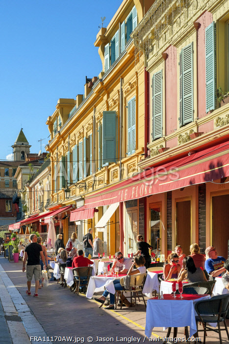 People dining outdoors at café terraces on Cours Saleya, Vieille Ville (Old Town), Nice, Alpes-Maritimes, Provence-Alpes-Côte d'Azur, France.