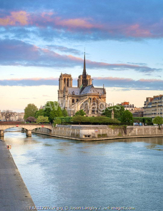 Notre Dame Cathedral on the banks of the Seine River at sunrise, Paris, Île-de-France, France