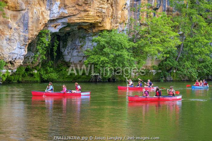 Kayaking on the Dordogne River near Domme, Dordogne Department, Aquitaine, France