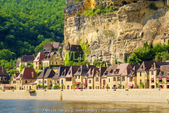 Rows of old stone houses along Dordogne River in late afternoon, La Roque-Gageac, Dordogne Department, Aquitaine, France