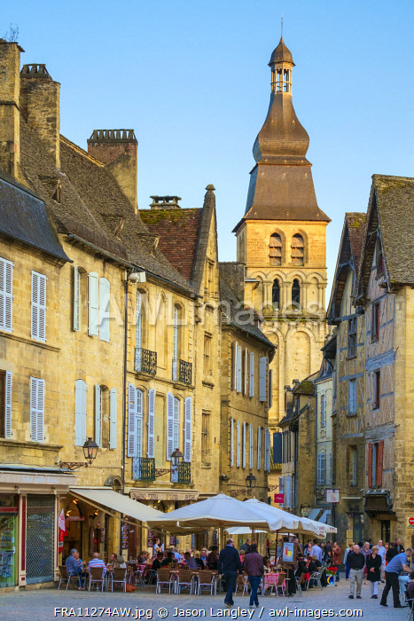 Tower of Cathédrale Saint-Sacerdos and old houses on Place de la Liberté in late afternoon, Sarlat-la-Canéda, Dordogne Department, Aquitaine, France