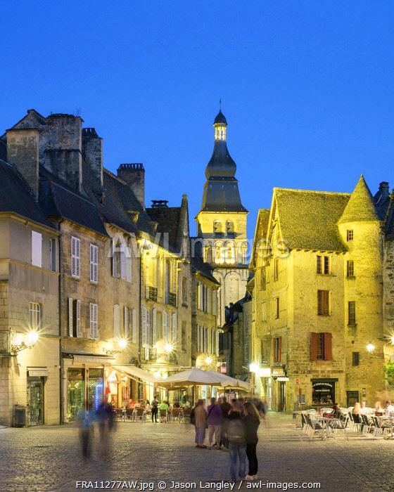 Place de la Liberté and tower of Cathédrale Saint-Sacerdos at dusk, Sarlat-la-Canéda, Dordogne Department, Aquitaine, France