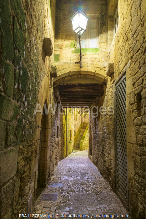 Small alleyway on Rue de la Liberté at night, Sarlat-la-Canéda, Dordogne Department, Aquitaine, France